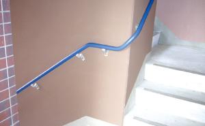 階段には手すり